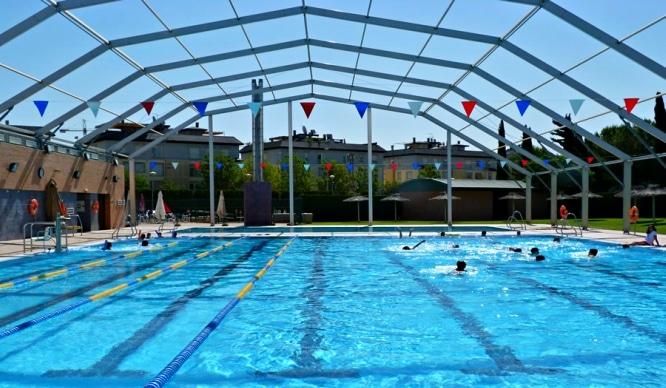 gu a de piscinas p blicas en sevilla para este verano