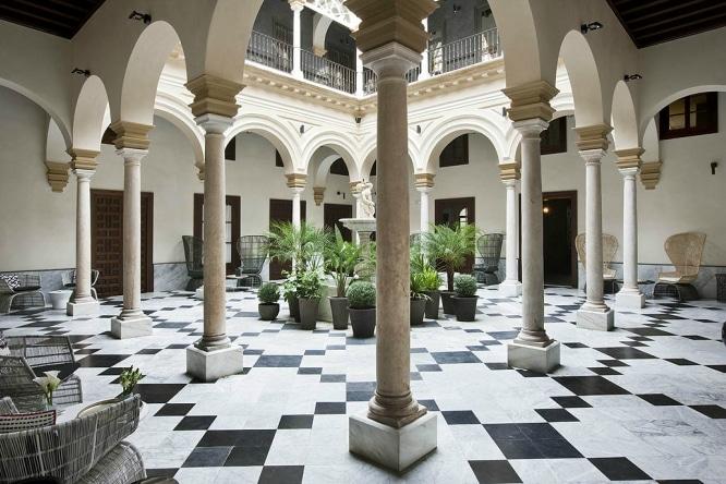 patio hotel palacio villapanes sevilla