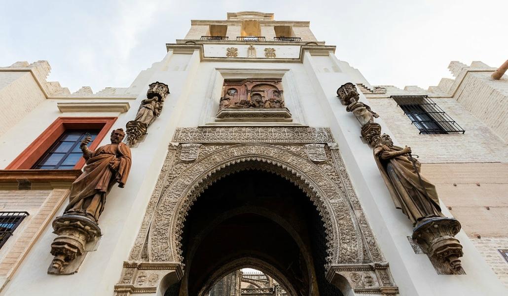 Puerta_del_Perdón_Catedral_de_Sevilla_Sevilla_España_2015-12-06_DD_129