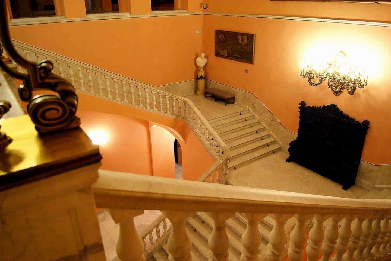 Escalera Ayuntamiento de Sevilla
