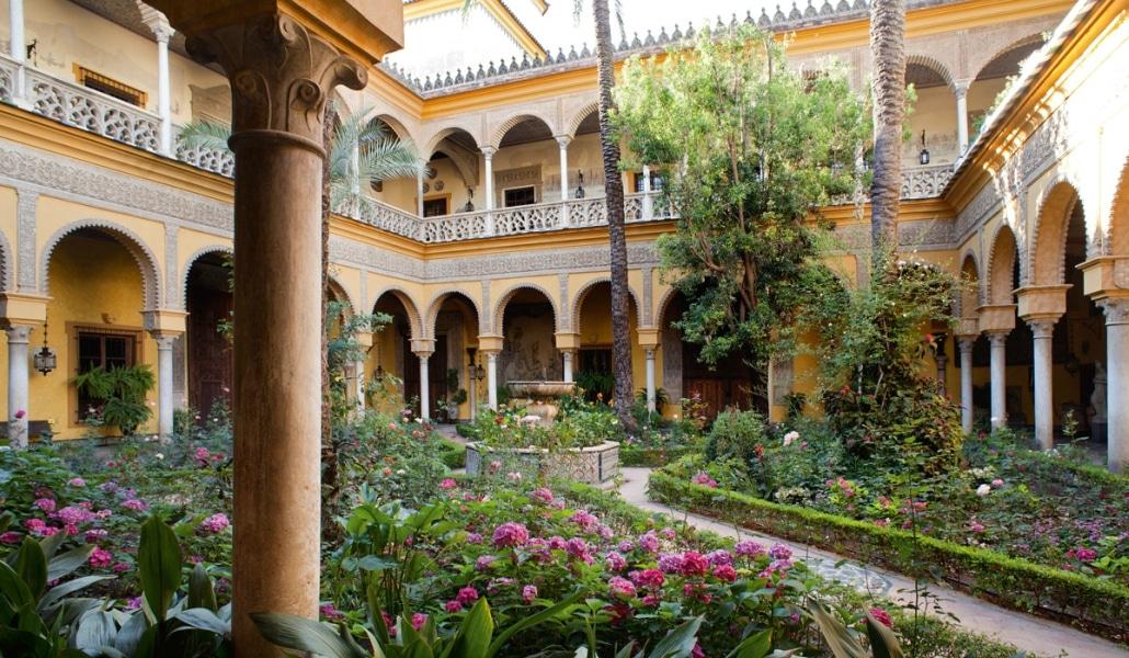 liria_y_duenas_los_palacios_preferidos_de_la_duquesa_de_alba_por_dentro_100148363_1200x800