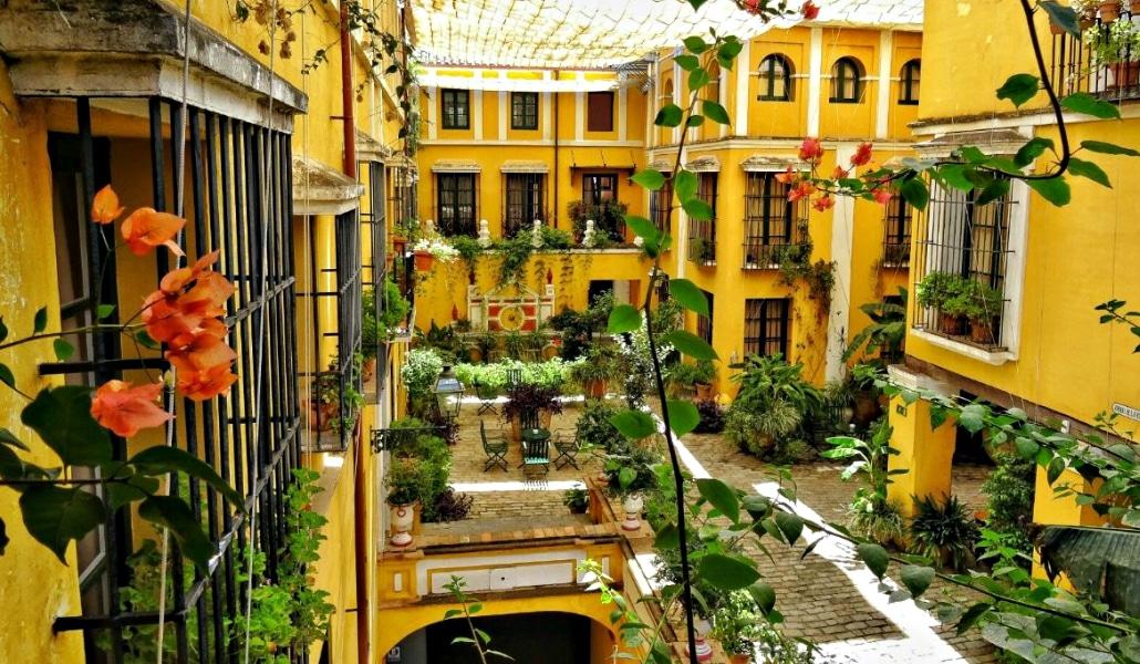 http://www.worldwanderista.com/review-hotel-las-casas-de-la-juderia-sevilla/