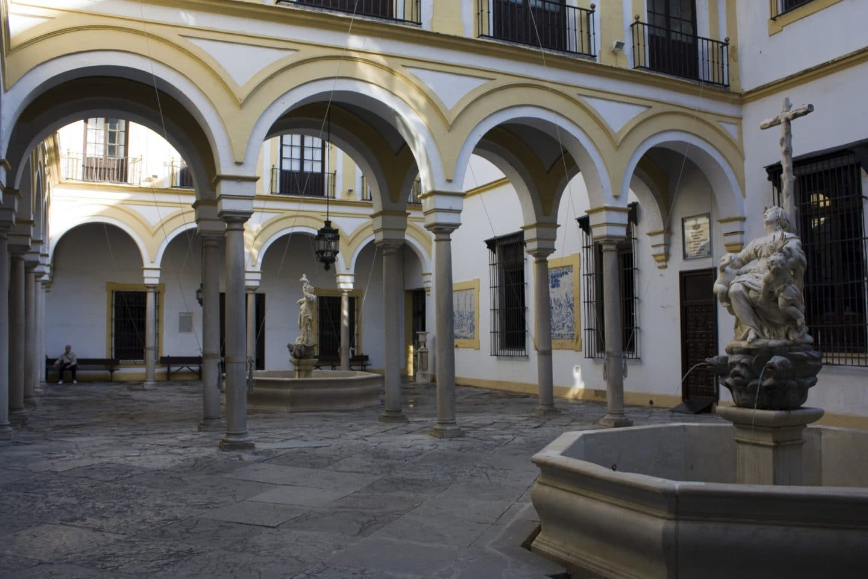 Sevilla-Hospital_de_la_Santa_Caridad-Cours_de_l'hospice-20110915